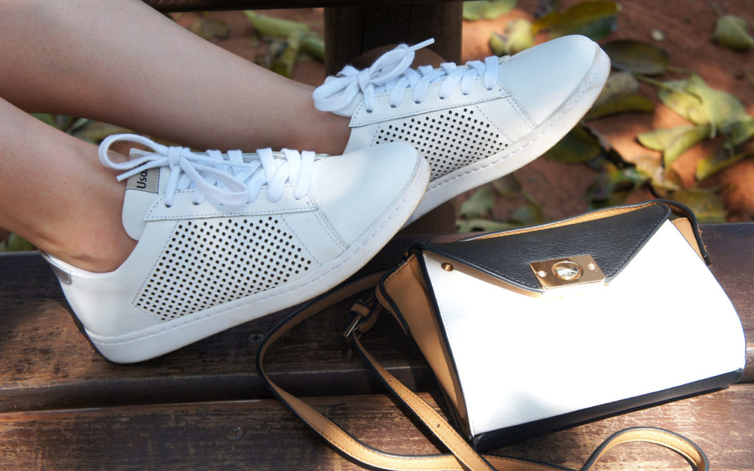 Um tênis branco e sete looks